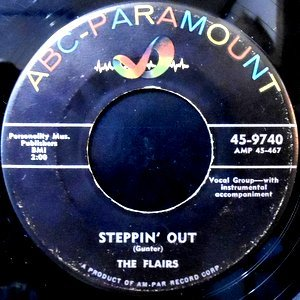 7 / THE FLAIRS / STEPPIN' OUT / ALADDIN'S LAMP