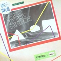 12 / CONTROL D / VISION IN THE MIRROR